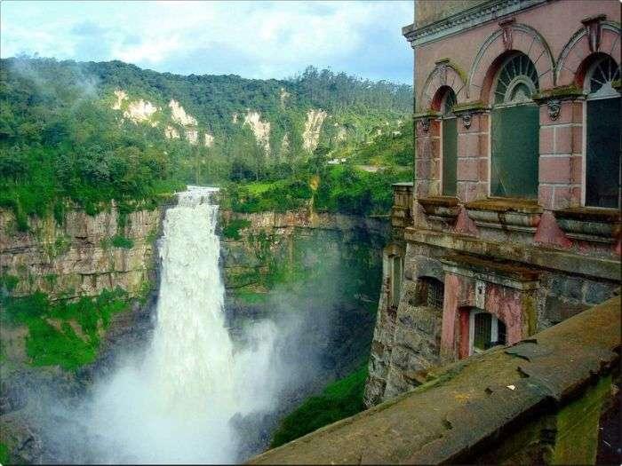 Готель-привид біля водоспаду (33 фото)