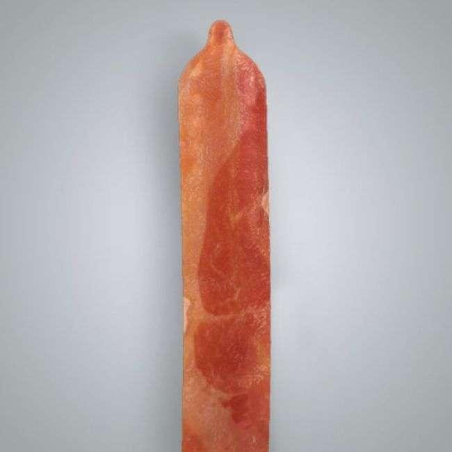 Спеціальні презервативи зі смаком бекону (3 фото)
