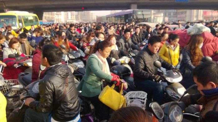 Божевільні пробки в Китаї (6 фото)