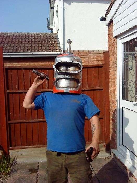 Саморобний робот Бендер з Футурами (51 фото)