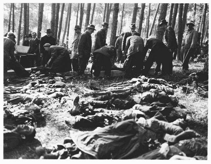 Німці брали участь у похованні російських солдатів (32 фото)