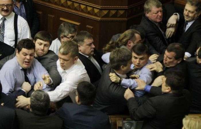 Чергова бійка у Верховній Раді України (8 фото + відео)