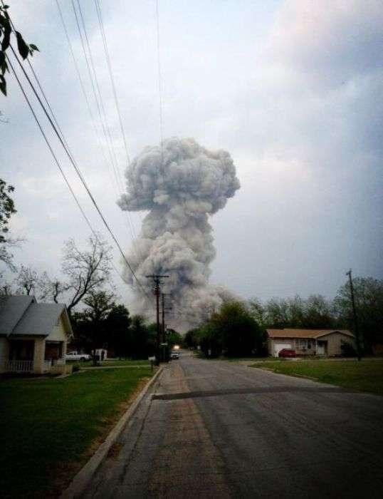 Вибух на хімічному заводі в Техасі (21 фото + 4 відео)