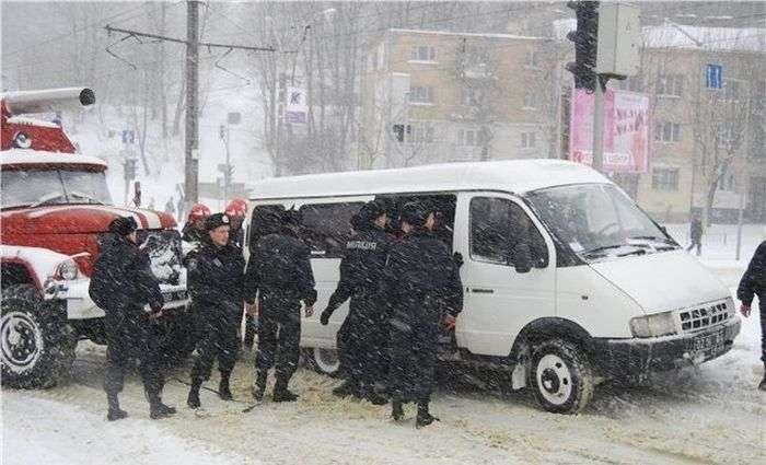 Співробітники МНС Газель витягали (5 фото)