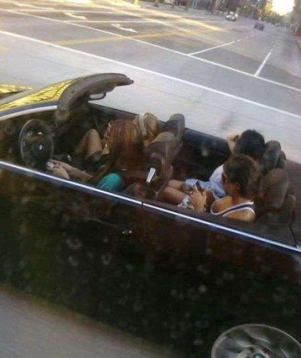 Дівчата за кермом роблять дурниці (52 фото)