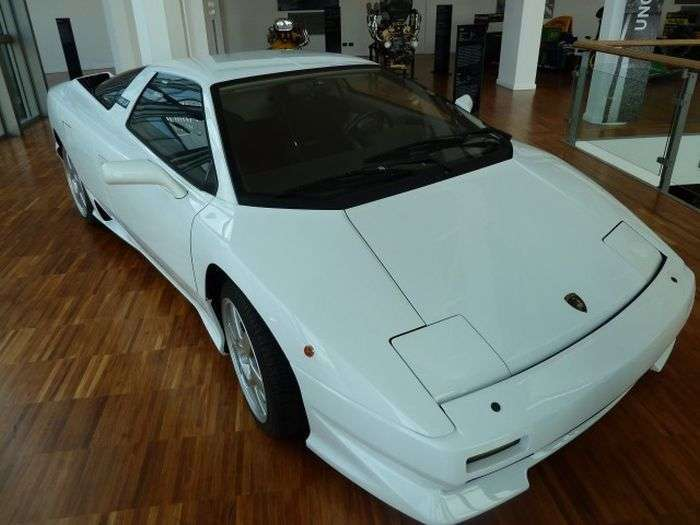 Музей італійських суперкарів Lamborghini (101 фото)