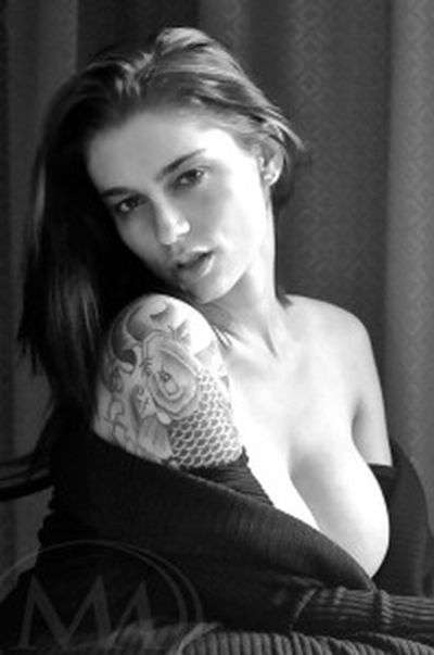 Інтервю з моделлю відеочату для дорослих і порно-актрисою (2 фото + текст)