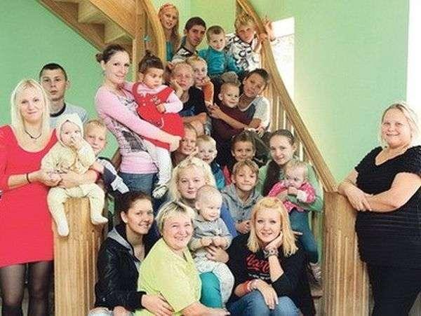 Журналістка образила мати 37 дітей (7 фото)