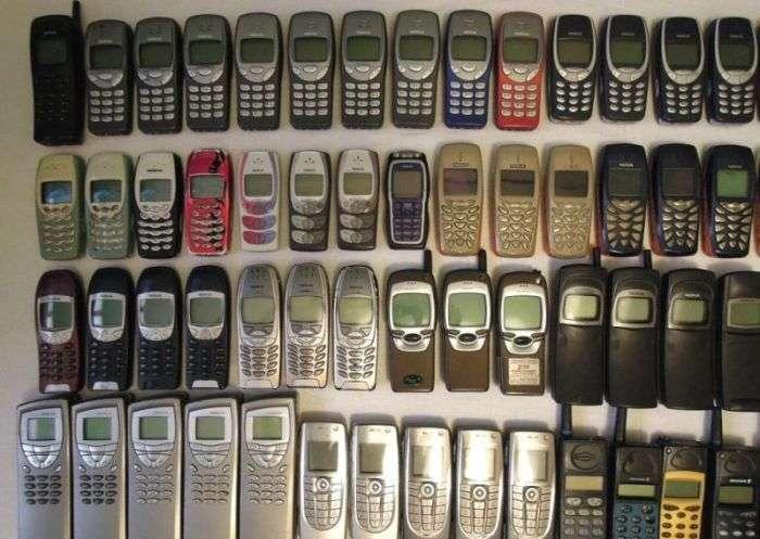 Величезна колекція класичних мобільних телефонів за безцінь (7 фото)