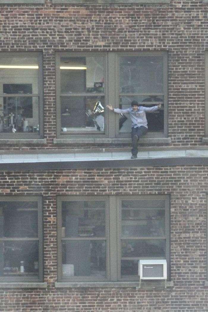 Небезпечний спосіб покурити, не виходячи з офісу (6 фото)