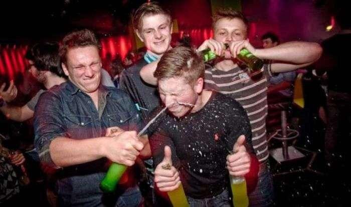 Прикольні знімки з нічних клубів. Частина 2 (60 фото)