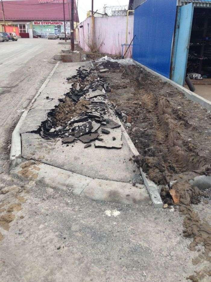 Наші тротуари точно не для наших вантажівок (4 фото)