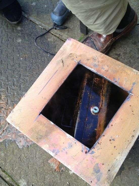 Дивовижний сейф під підлогою, приховує секрет (5 фото)