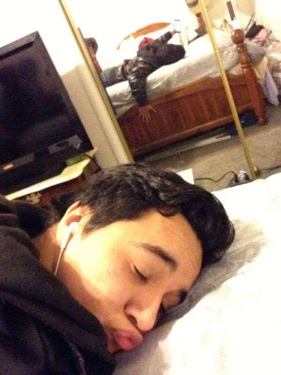 Мій малюк зловив мене сплячою (12 фото)