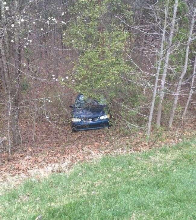 Як чоловік втратив свій автомобіль на парковці (3 фото)