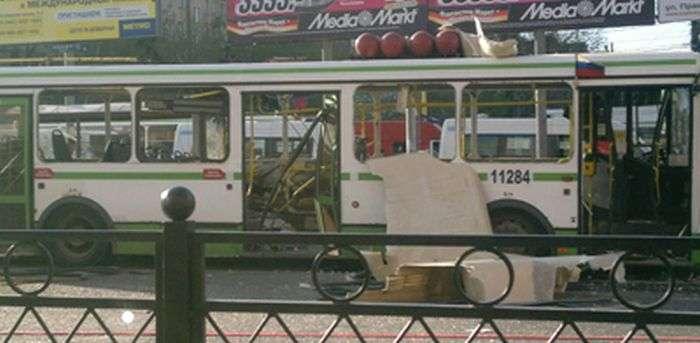 Вибух автобуса в Москві (2 фото + 2 відео)