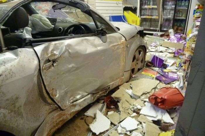 Покатався на маминій машині... на суму в 300 тисяч доларів (6 фото + відео)